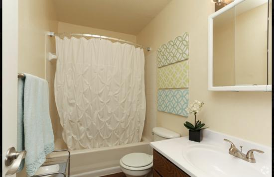 Model Bathroom Cape Cod, 1BR,1BA_650 SF - Breakers Apartments