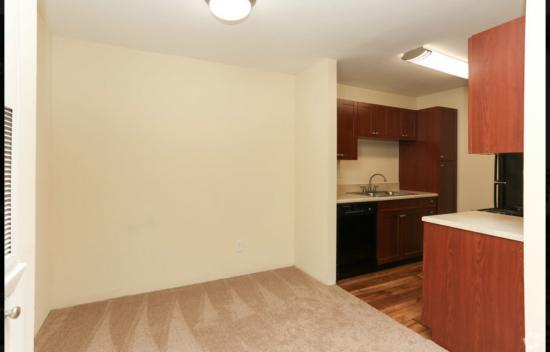Upgraded Cape Cod,  1BR,1BA_650 SF - Breakers Apartments